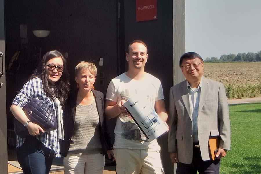 Consegna della stampante 3D Lumipocket ai nostri backer, venuti da Hong Kong a visitarci nel 2015.
