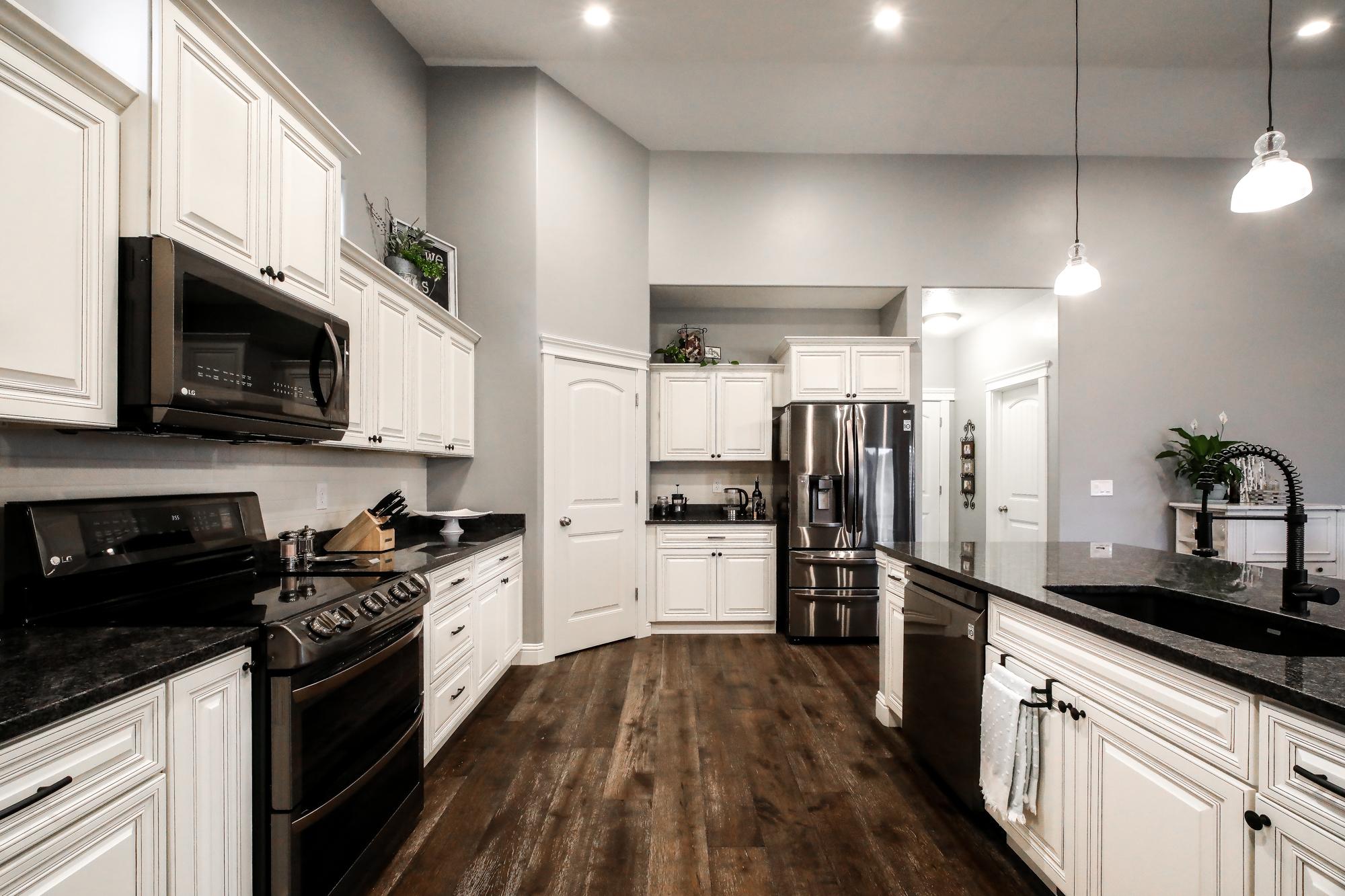 kitchen 5-Edit.JPG
