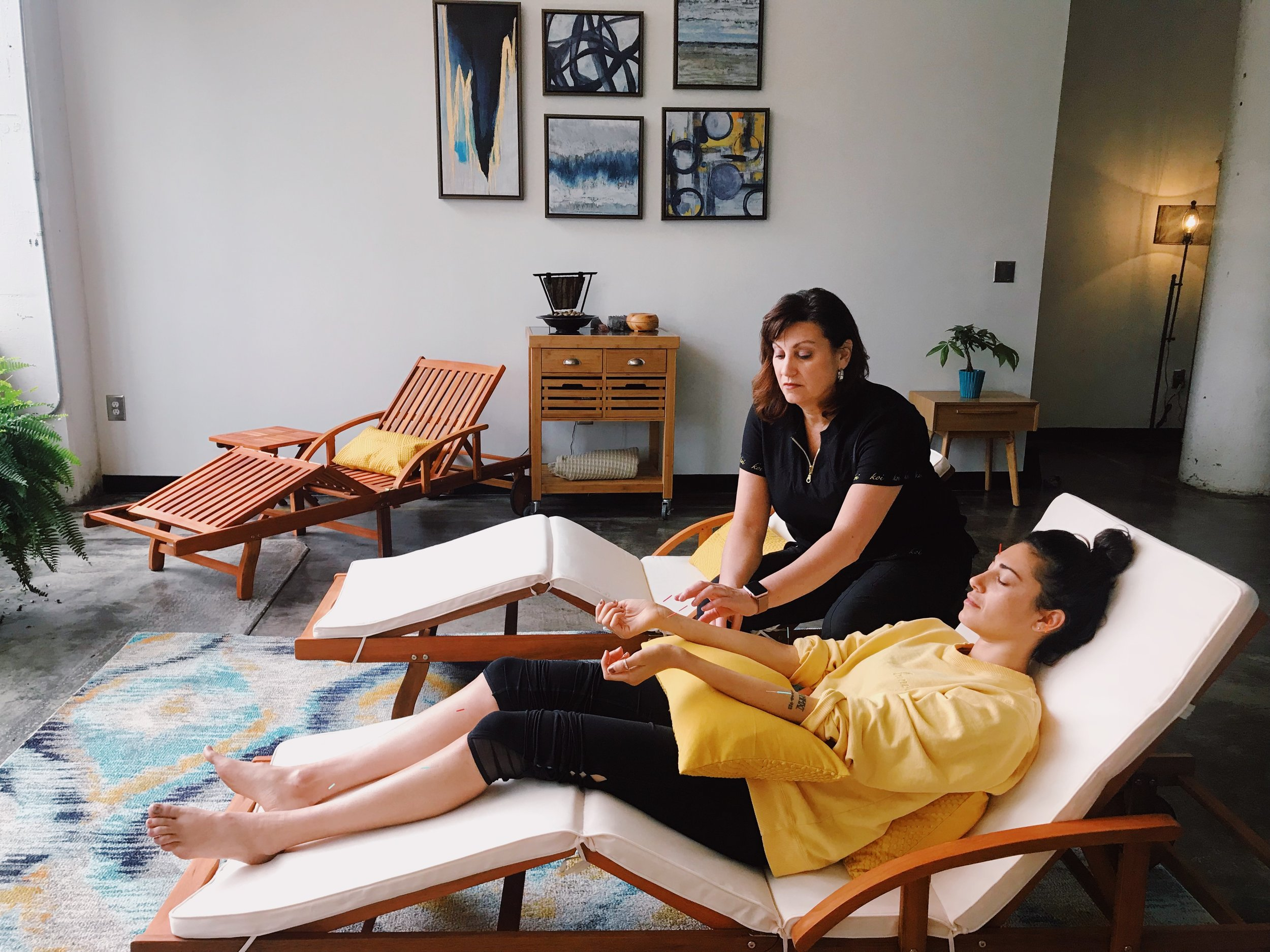 Attentive Staff, Privacy - With National and State of Georgia licensed Acupuncturists, you will experience the best of Traditional Chinese Medicine. We provide confidential electronic intake forms to complete on your phone or our ipads, prior to every session, allowing for a customized treatment for you.