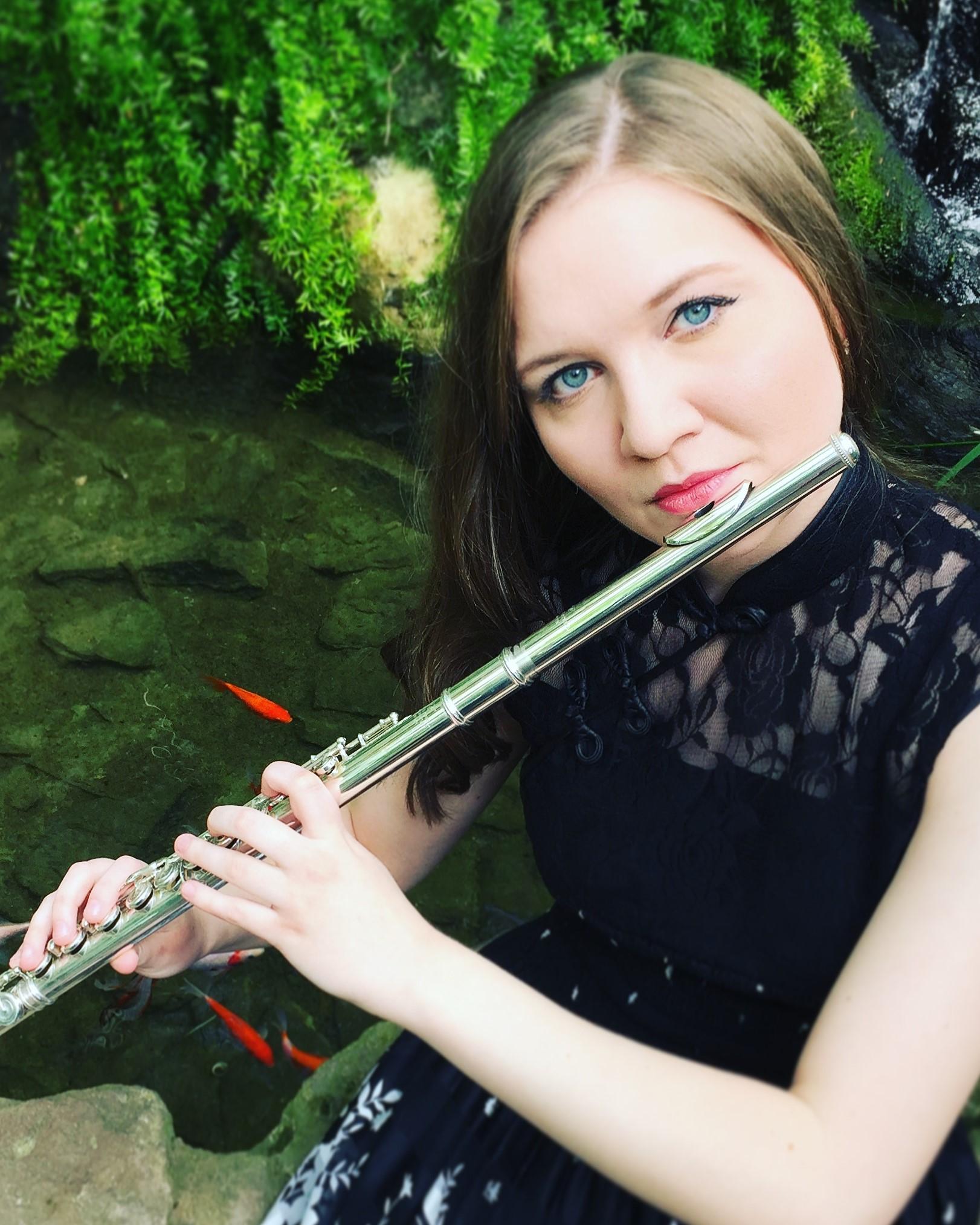 Clarissa Tracy, flute -