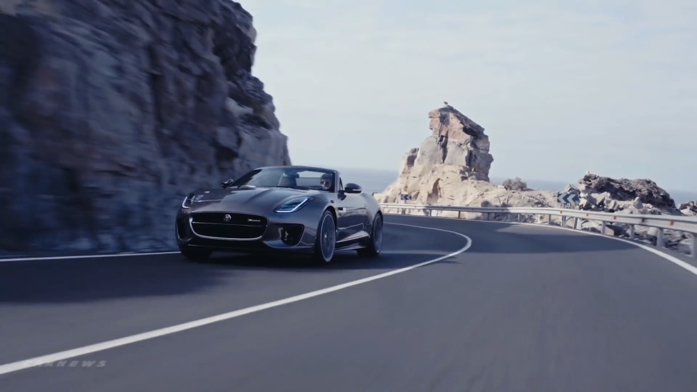 2018-Jaguar-F-TYPE.mp4.00_05_08_06.Still010.png