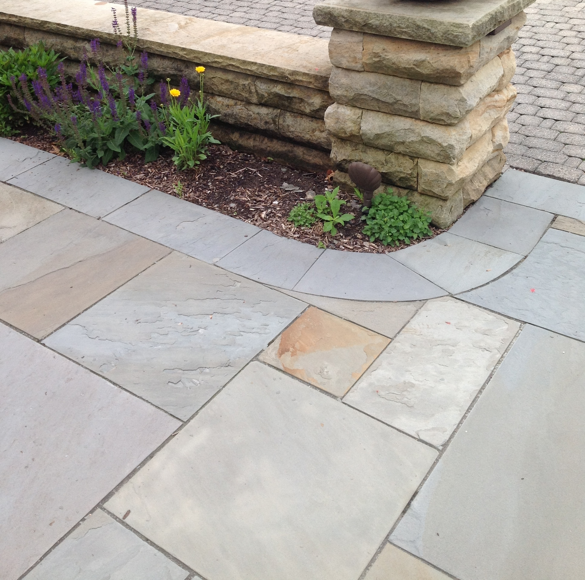 Add Interest to Your Bainbridge Township, OH, Patio with Small and Large Pavers
