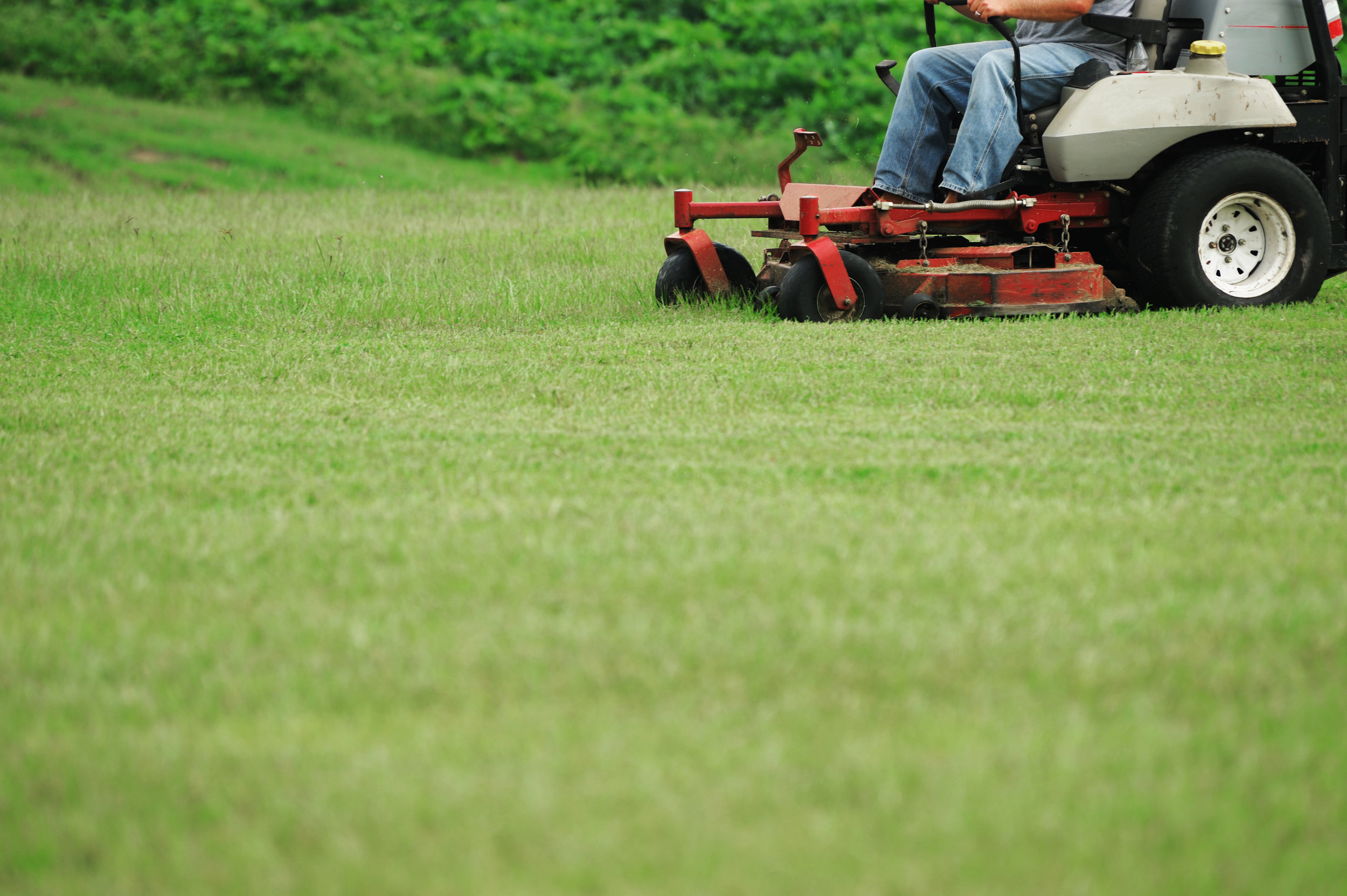Finding the Balance Between an Affordable Yet Professional Lawn Mowing Service in Hudson, OH
