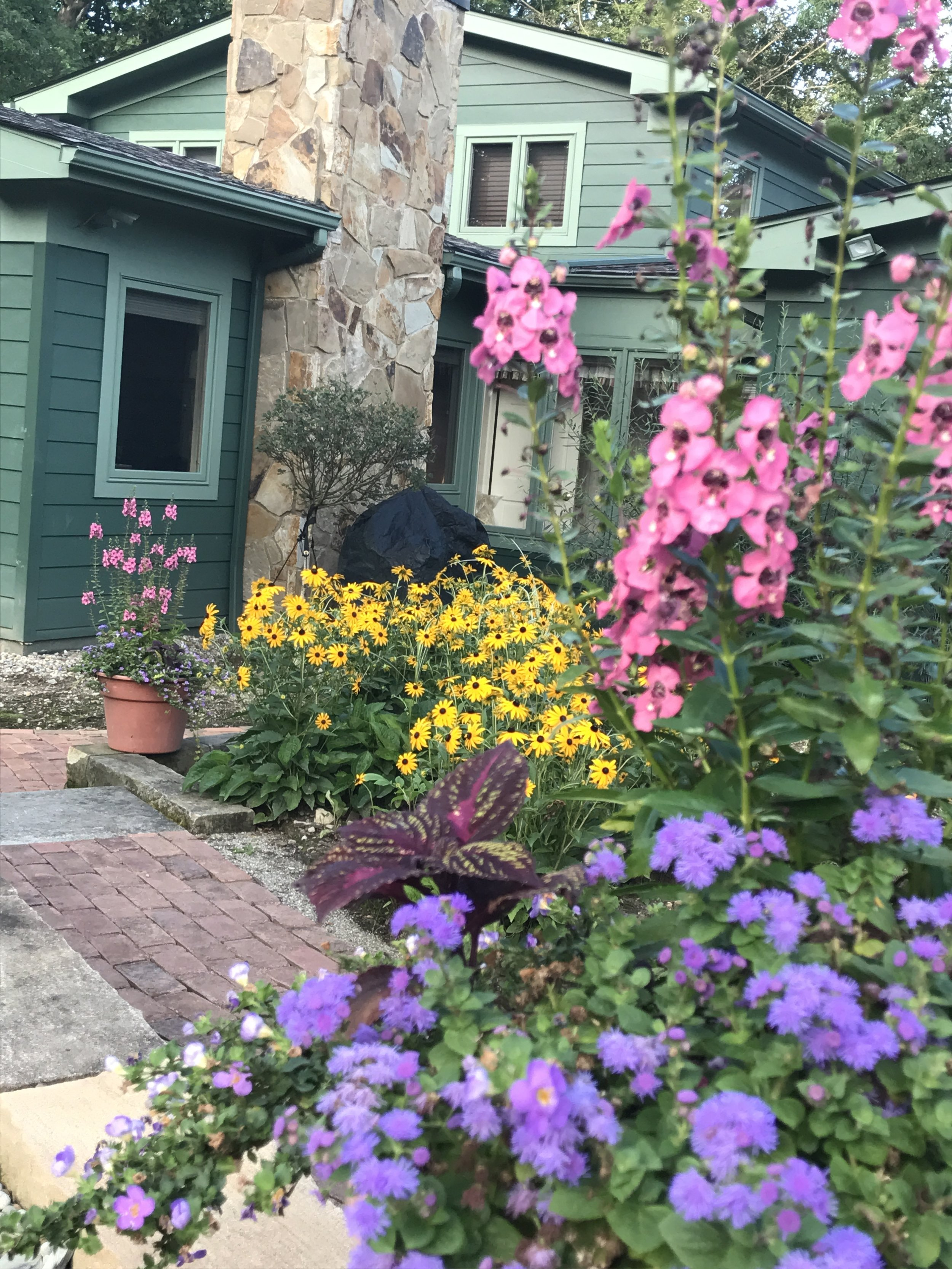 Landscape Design Ideas for Small Spaces in Novelty, Ohio