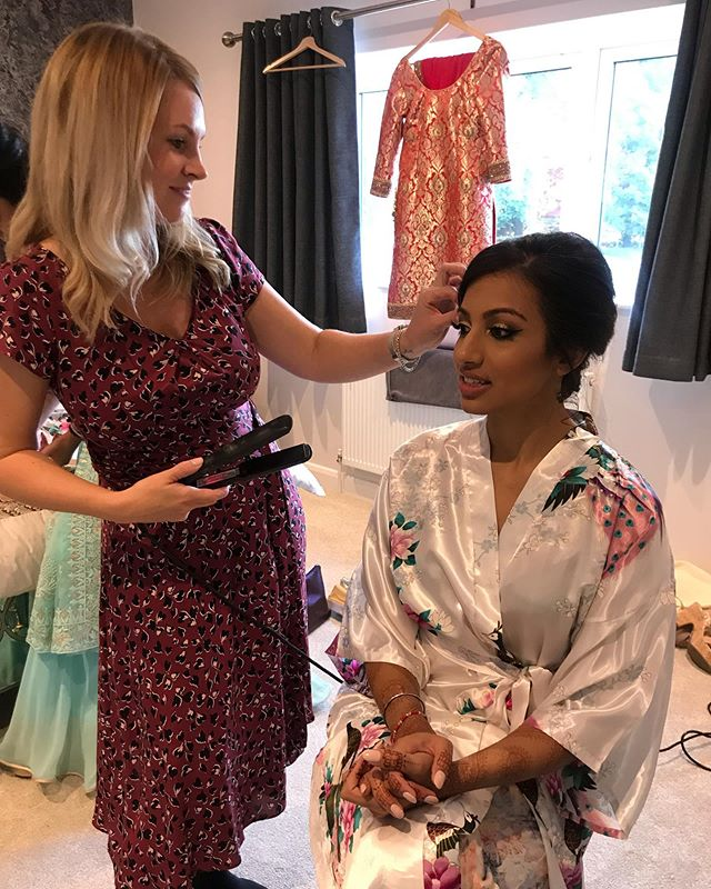 A snap of me styling hair this morning for the stunning Shaminder and her bridesmaids.  I can't wait to see the pictures of her marrying Alex @dodford_manor ❤️