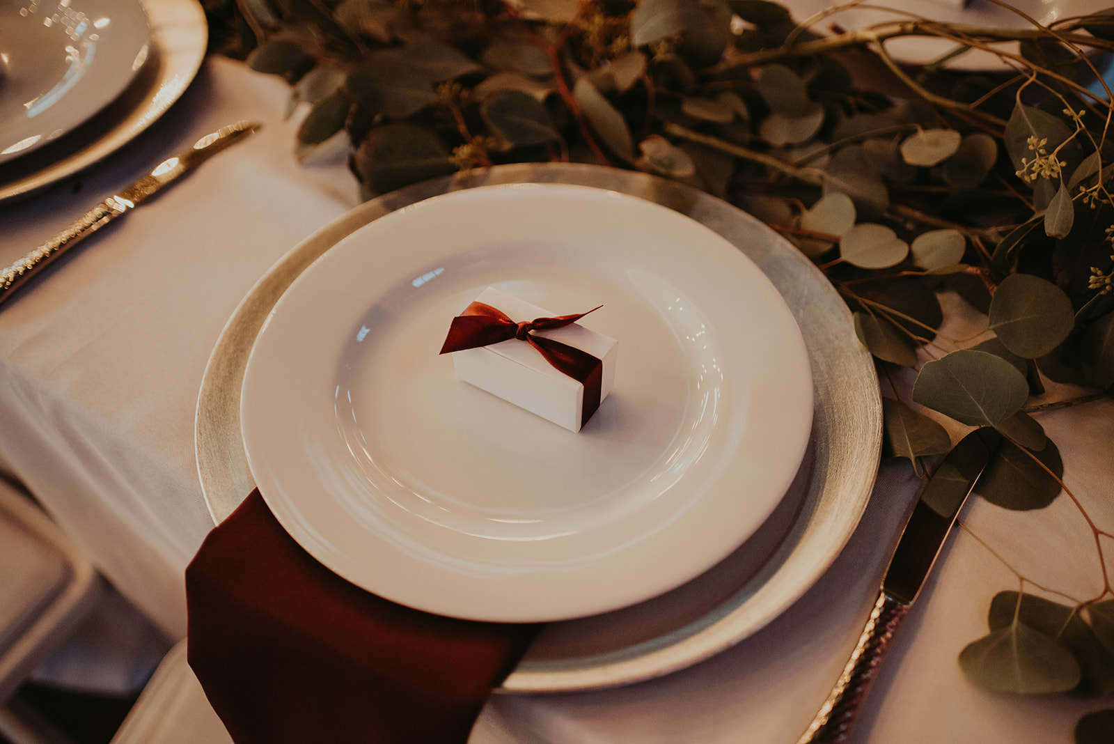 wedding table burgundy inspiration.jpg