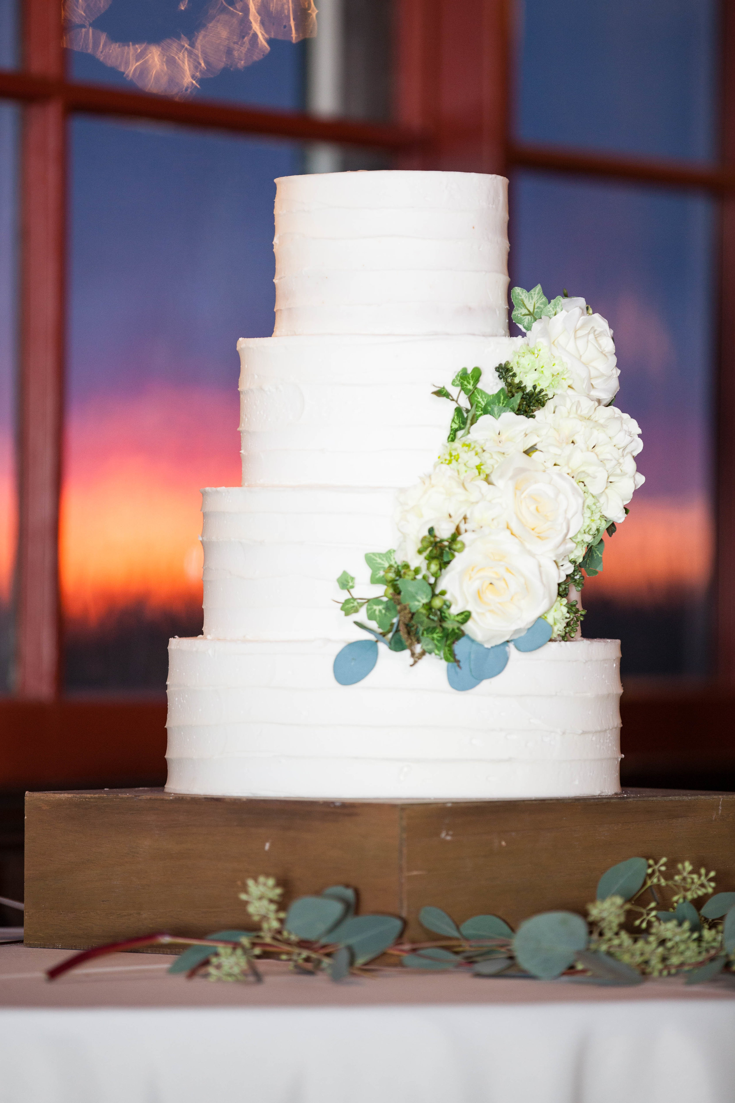 wedding budget tips wedding cake.jpg