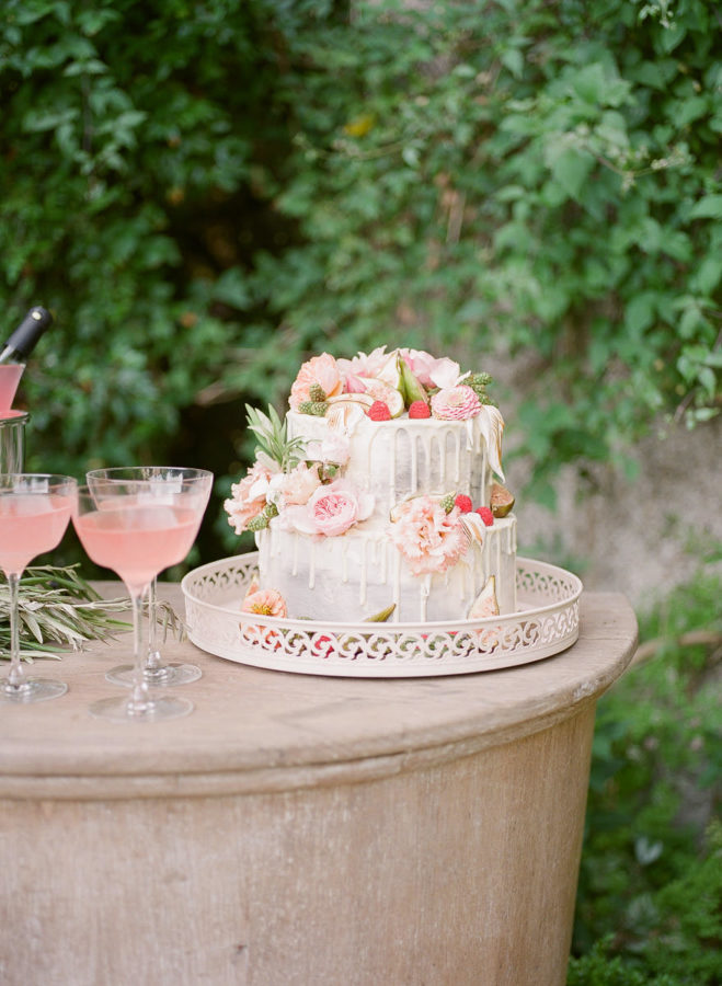 Chateau-wedding-france-Harriette-Earnshaw-Photography-wedding cake.jpg