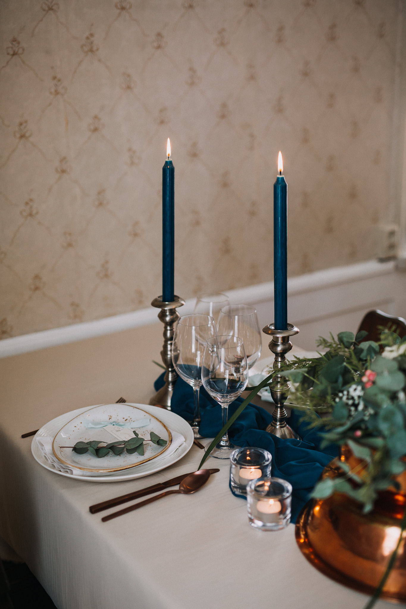 winter wedding table candles blue teal..jpg