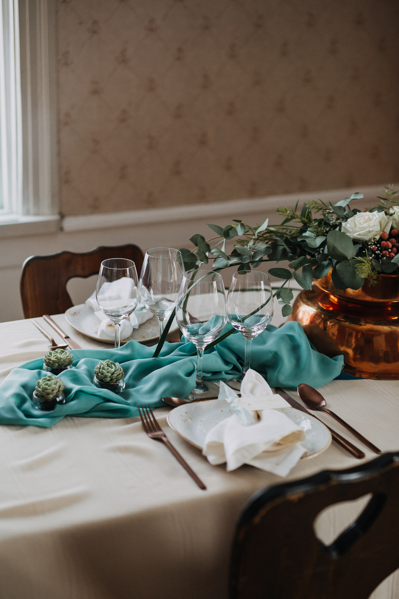 winter wedding table.jpg