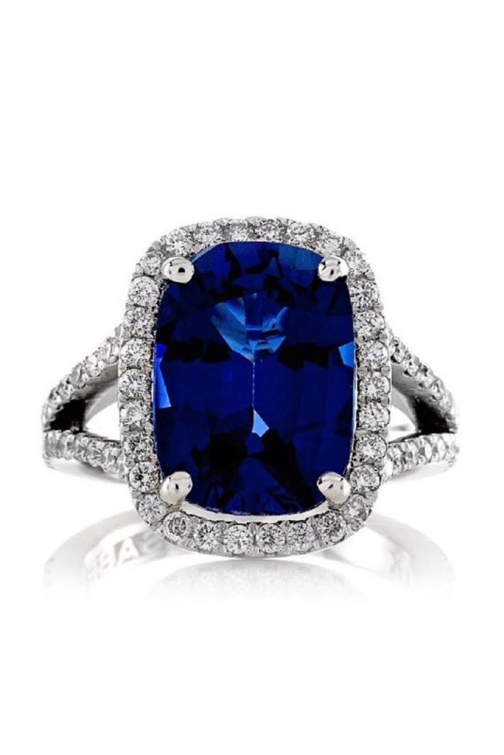 blue colored gem for the main stone enagement ring.png