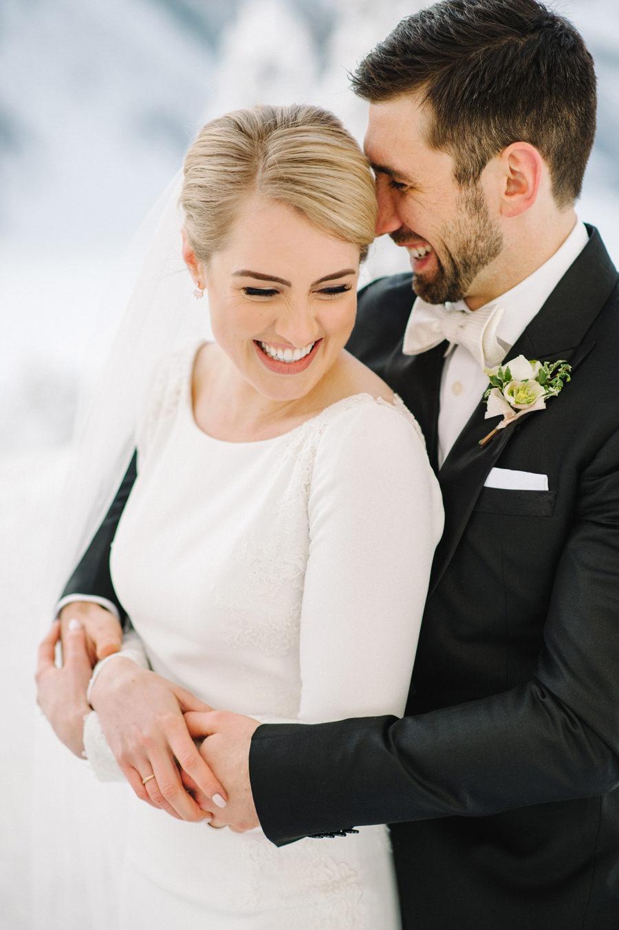 winter_wedding_fairmont_chateau_lake_louise_014.jpg