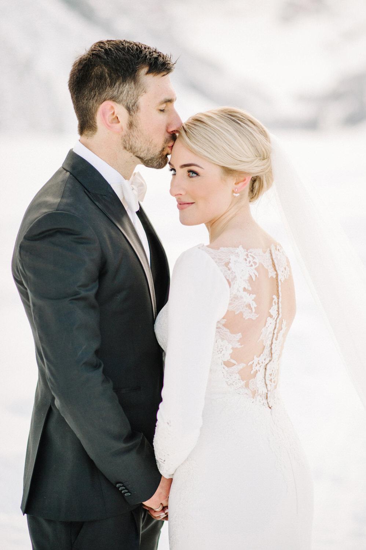 wedding_photographer_calgary_banff_canmore_lakelouse_026.jpg