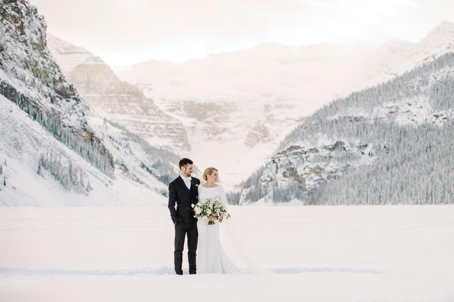 winter_wedding_fairmont_chateau_lake_louise_032.jpg