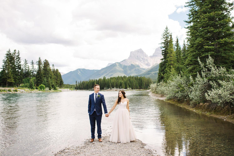 wedding_photographer_calgary_banff_canmore_lakelouse_025.jpg