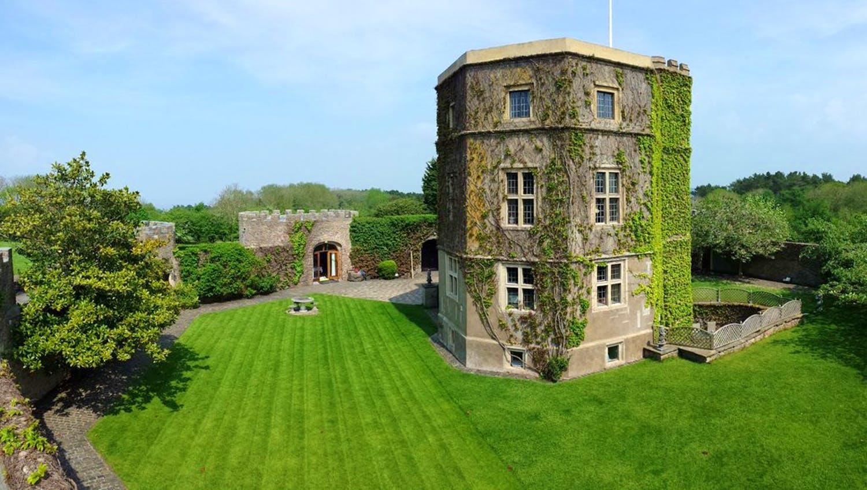 walton castle wedding inspiration