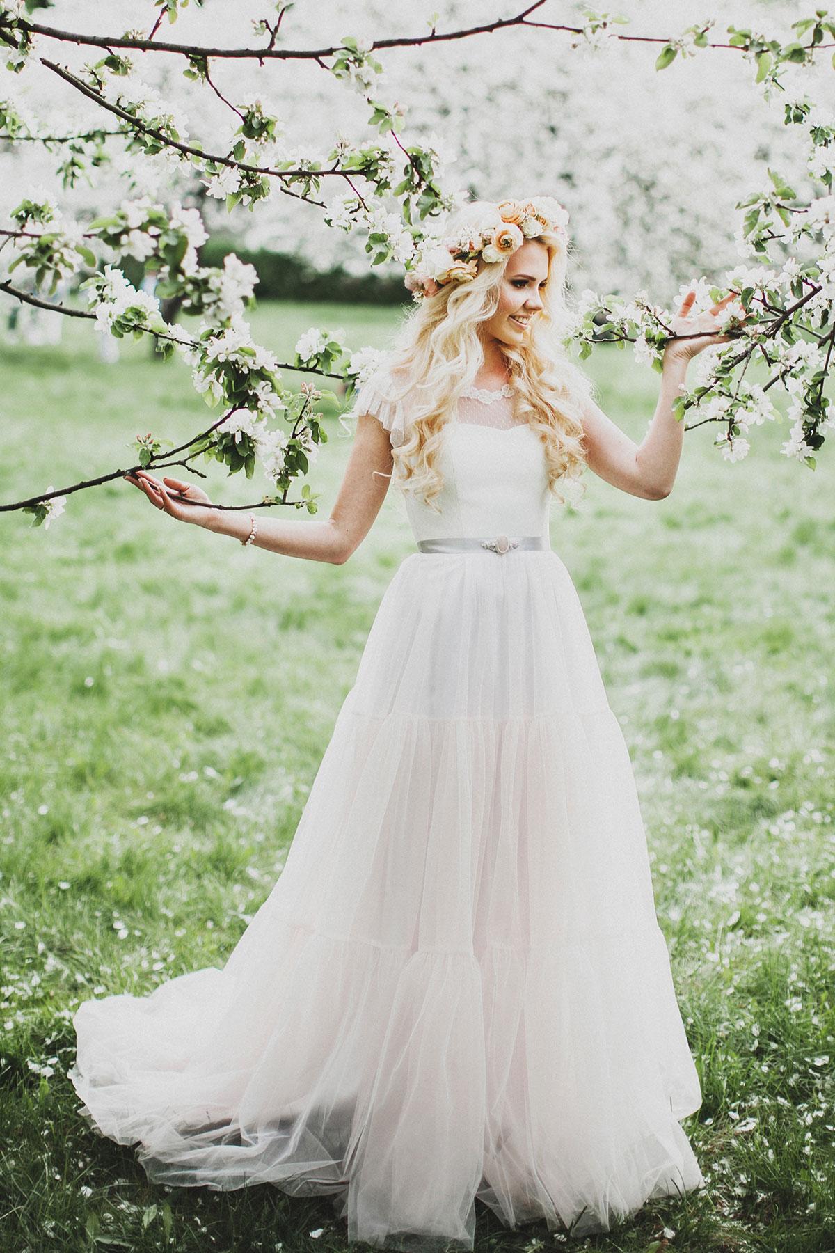 Miroslava-tulle-wedding-dress-with-corset-by-Milamira-Bridal-6.jpg