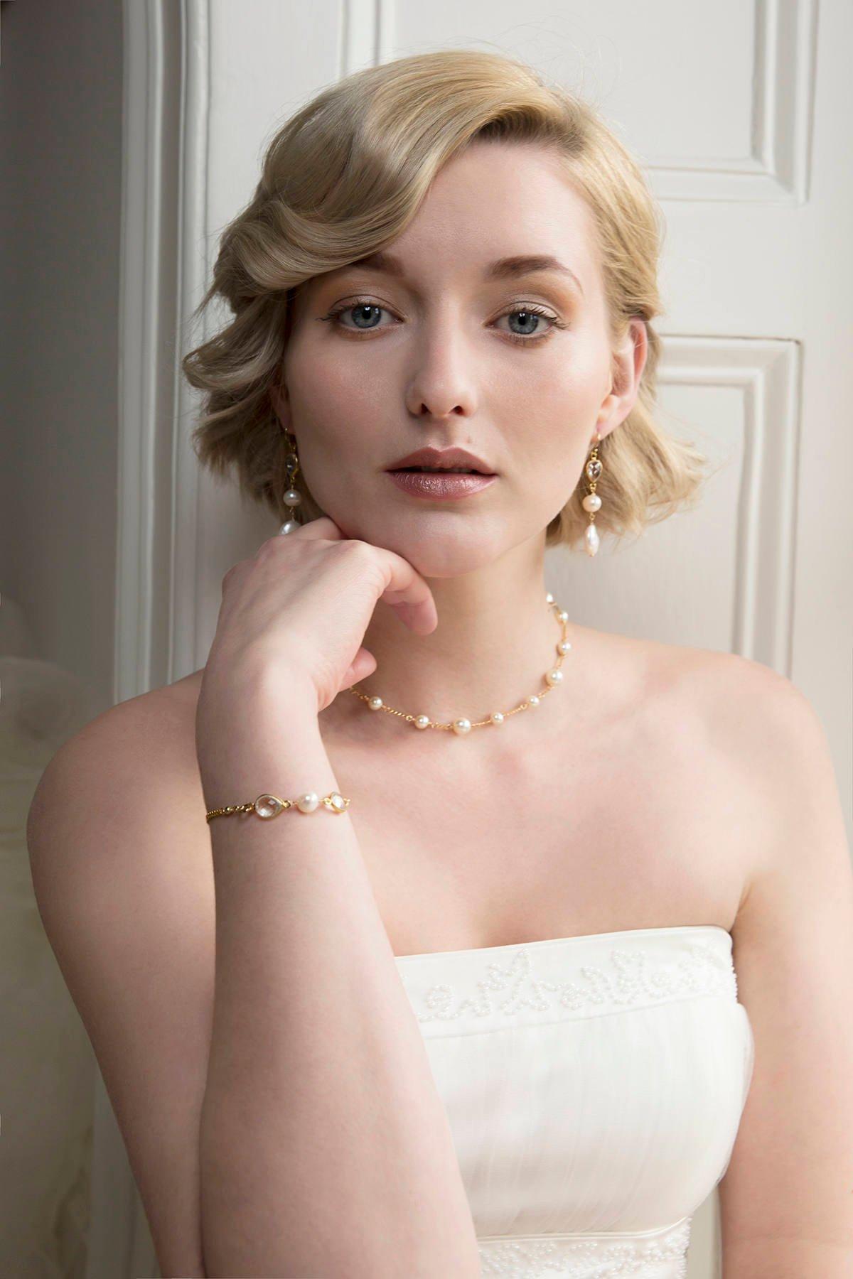 Pearl back drop bridal necklace, gold back drop necklace, bridal backdrop necklace, Swarovski pearl bridal jewelry,.jpg