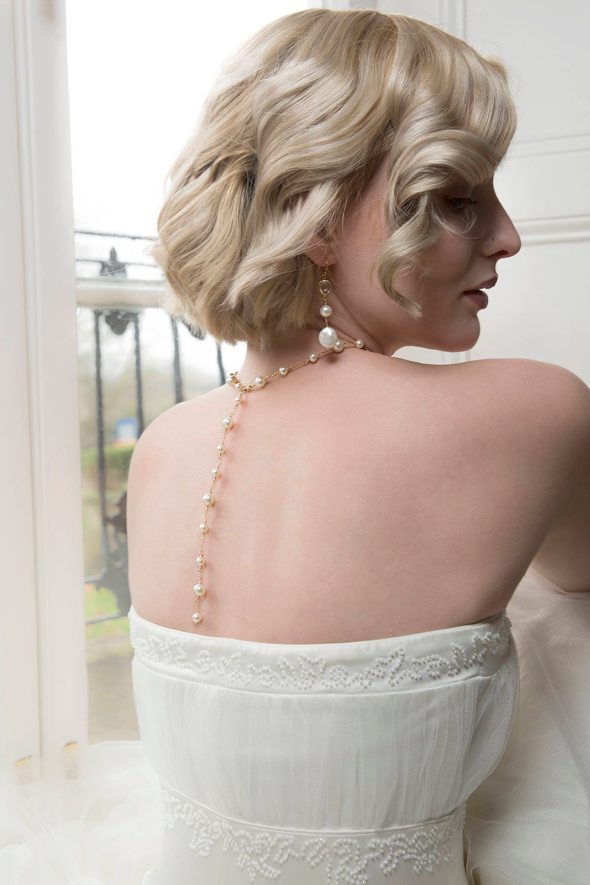 Pearl back drop bridal necklace, gold back drop necklace, bridal backdrop necklace, Swarovski pearl bridal jewelry.jpg