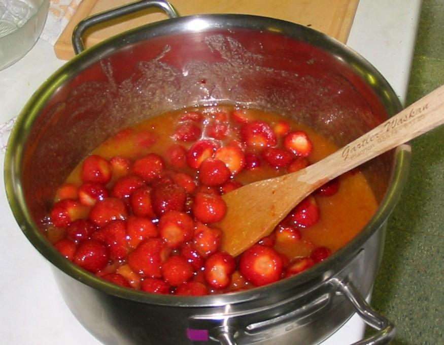 WH_Erdbeermarmelade mit Orangensaft und Honig.jpg