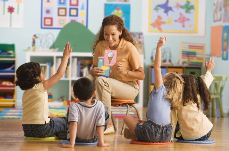 hipwee-guru-sekolah-dasar-mengajar.jpg