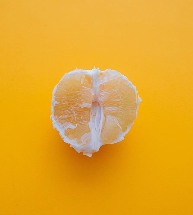 HAPPY MONDAY! May this week be as juicy and delicious as you are!  FUN FACT: 🍊 Eating citrus while in the sun can help enhance your mood and can even help combat mild depression. Try it! It totally works!  As business owners we understand that not everyday is filled with unicorns, sunflowers and butterflies. Creating a tool belt to get you through those ebbs so that you can enjoy the flow is crucial and is one of the most powerful things you can do to protect your physical and mental wellbeing. Click the link in our bio for some insight on stress management strategies from a holistic, feminine perspective so that you can start handing your work stress like a boss 💪🏽😘.