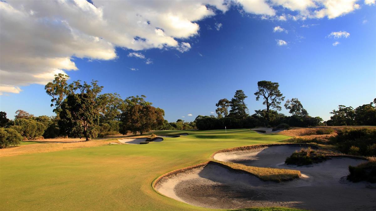 golf_Original__9634767_AQ79_KingstonHeath_07Approach_81522_c1cz71y_2048X1152 copy.jpg