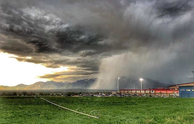 What a rad photo taken while we were running back to the truck in rain @warriorsrugbyofficial game tonight. Picture take by @orton.lucas  #utahweather #rugby #utah #slc