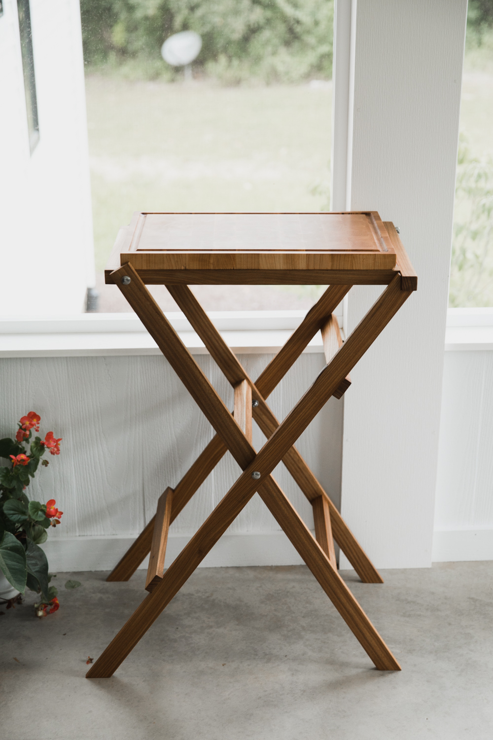 BIG-TOOTH-CO_end_grain_cutting_board_with_stand (3 of 27).jpg