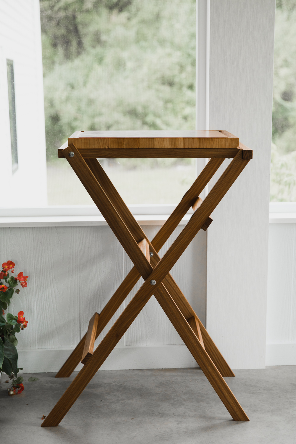 BIG-TOOTH-CO_end_grain_cutting_board_with_stand (4 of 27).jpg
