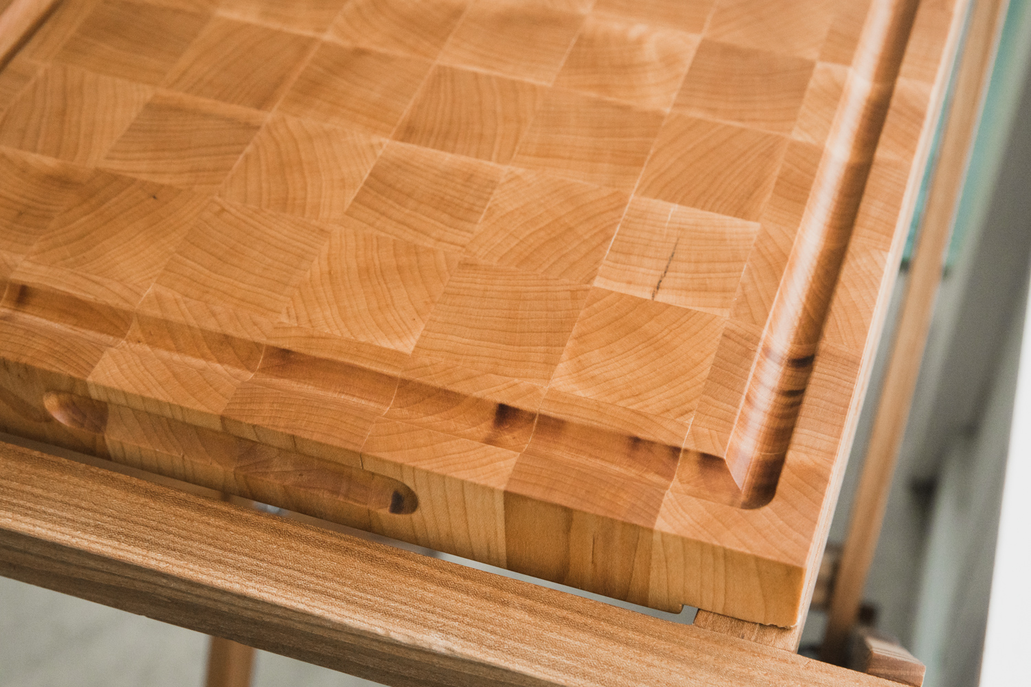 BIG-TOOTH-CO_end_grain_cutting_board_with_stand (10 of 27).jpg