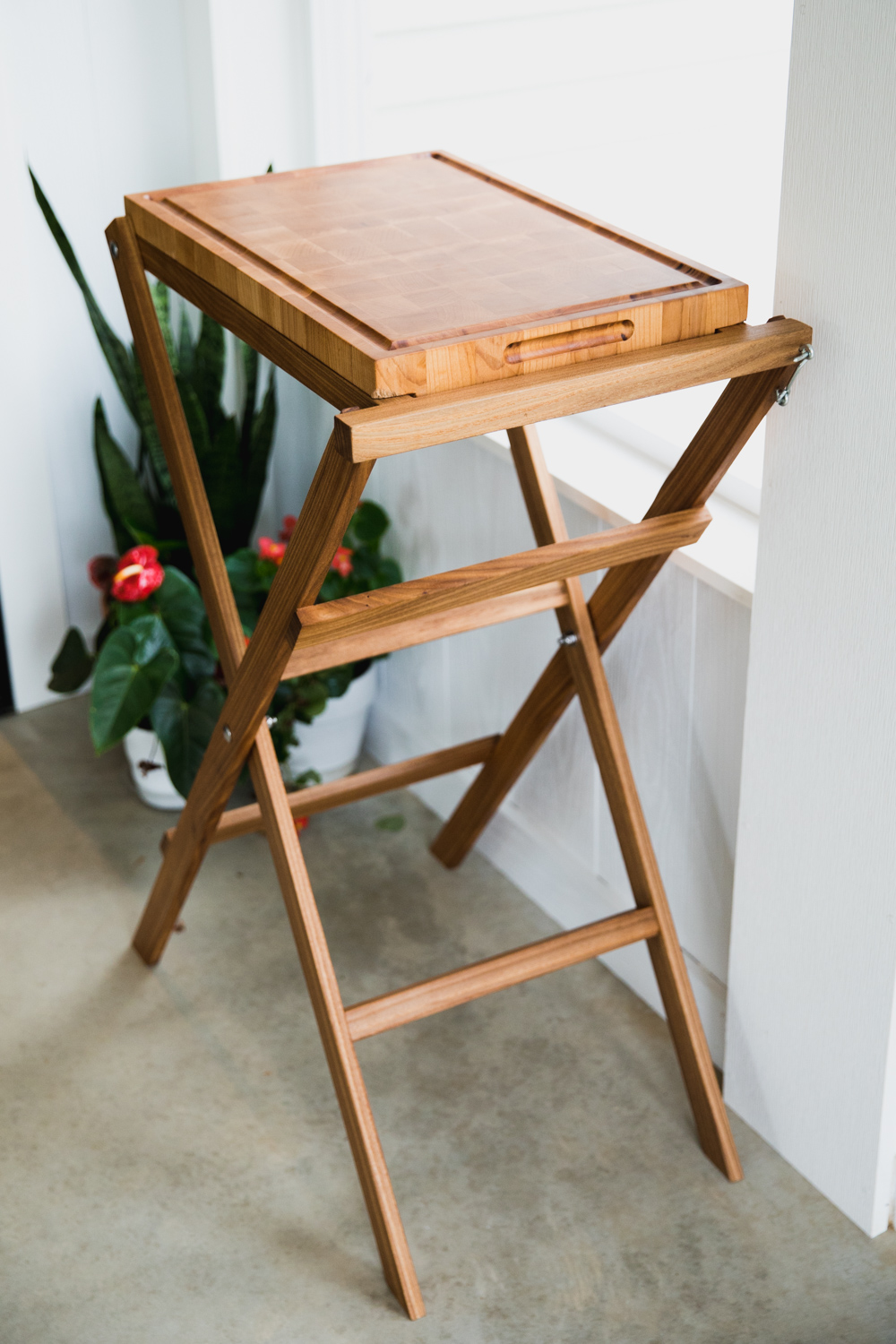 BIG-TOOTH-CO_end_grain_cutting_board_with_stand (5 of 27).jpg