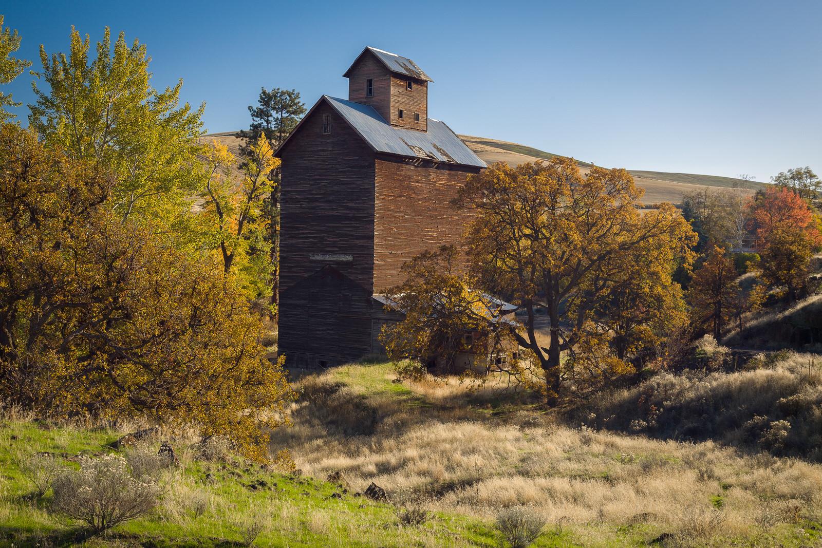 Old grain elevator near Boyd, Oregon