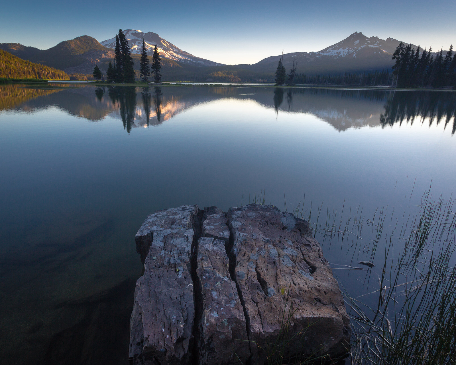 Sparks Lake at sunrise near Bend, Oregon