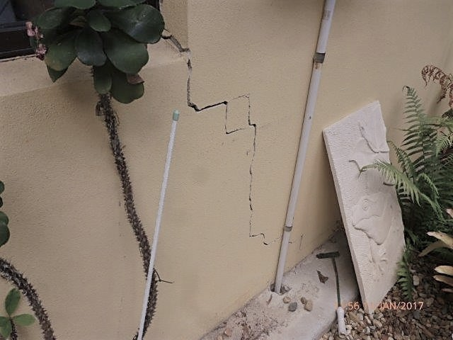 Structural damage to exterior walls due to seepage prior to foundation repair