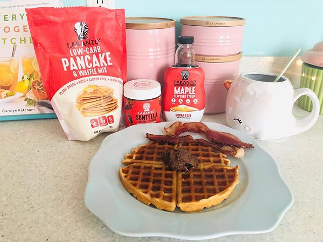 Breaking my fast with #Lakanto and bacon. Oh and coffee in my #narwhal coffee cup from @smokonow.  #keto #wellness #kicksugar #waffles #bacon