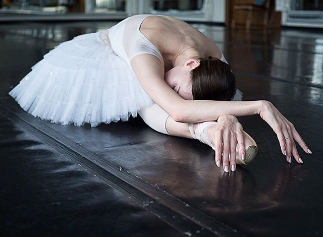 I'd love to feature you on this account, so make sure you tag #apinkballerina for a chance! I can't wait to see the photos you share! 🥰💕💕 __ Dancer @leka.spb.ballet photographed by @soleilphoto. #pinkballetshoes