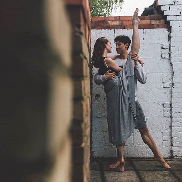 How romantic is this?! 🥰😍 Ballet couple goals! 💞 Happy early Valentine's Day! 💖 __ Dancers @jinhao_ballet & @jeanettekakareka photographed by @_alexfine. #apinkballerina - #pinkballetshoes