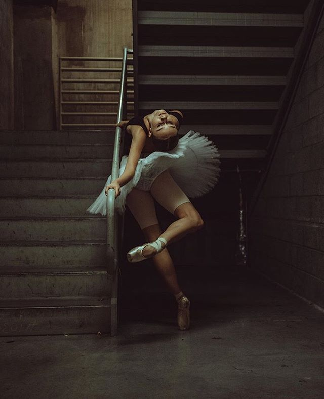 If you could only dance one style of dance for the rest of your life, what would it be? Comment below! 👇💃 __ Dancer @ambernovella with photography by @evanysphotography. #pinkballetshoes - #apinkballerina