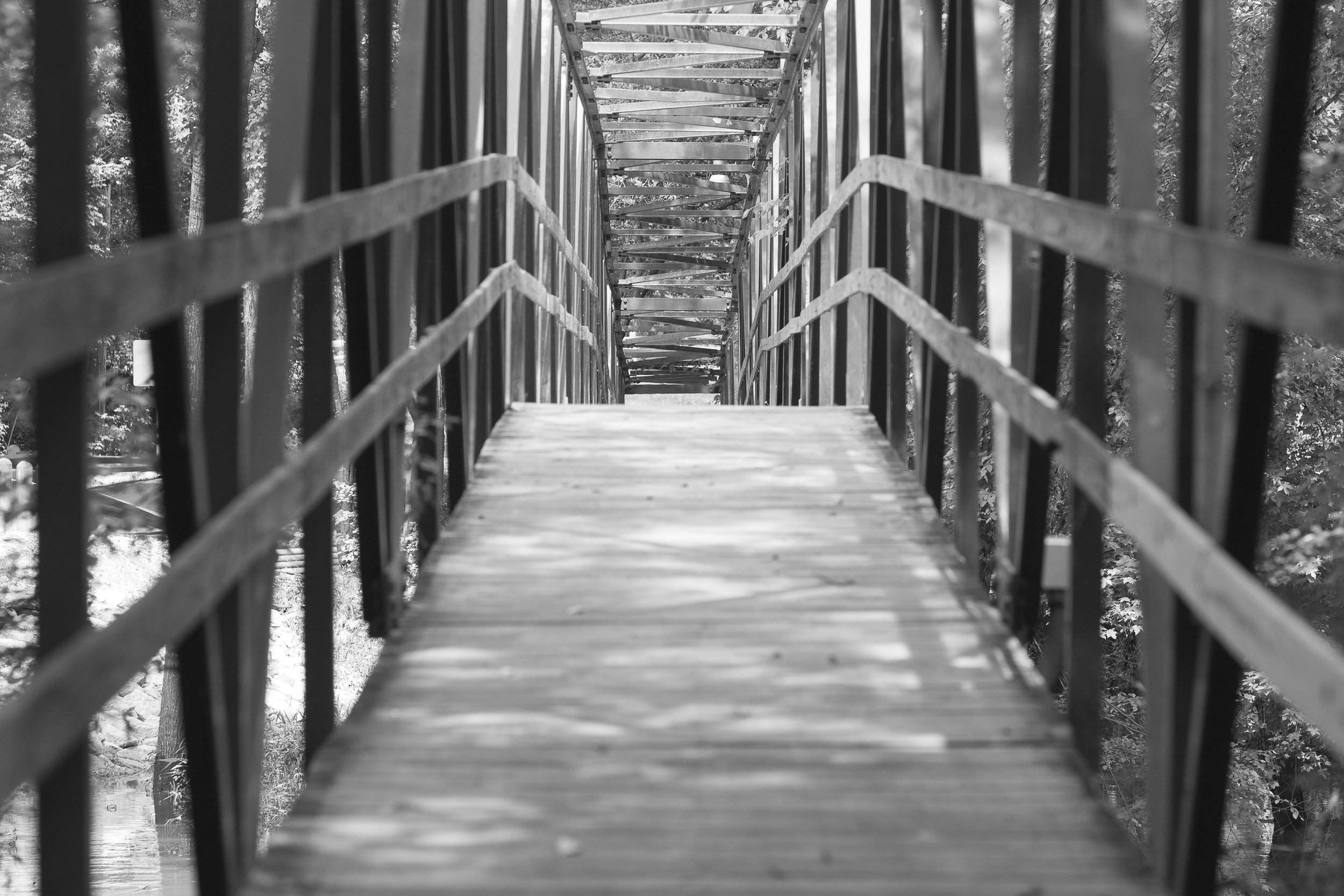 bw_footbridge_3704.JPG