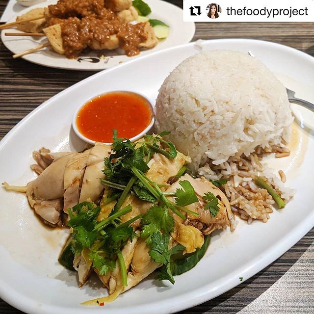Whatever the weather, our #hainanesechickenrice  is always the most appropriate choice. Regram from @thefoodyproject