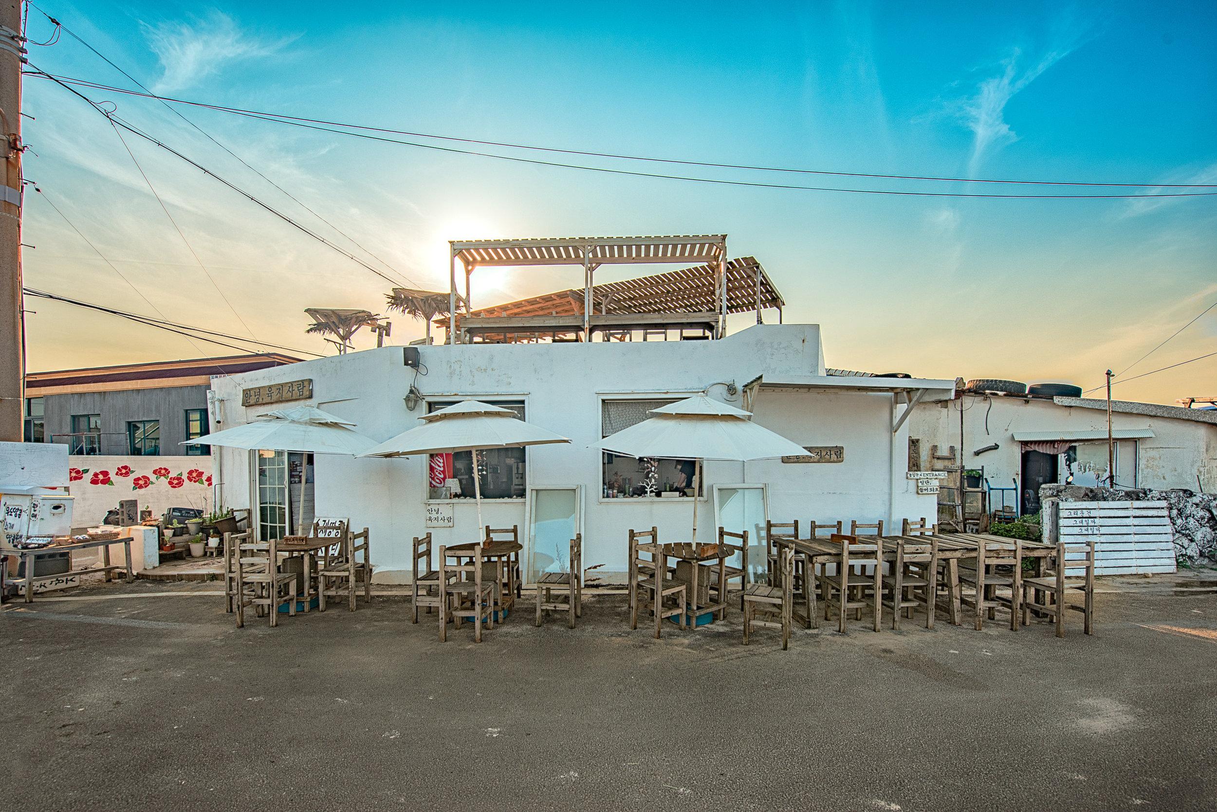 My friend Yoon's beach front cafe, 2019 (안녕 육지 사람, Hello Land People)