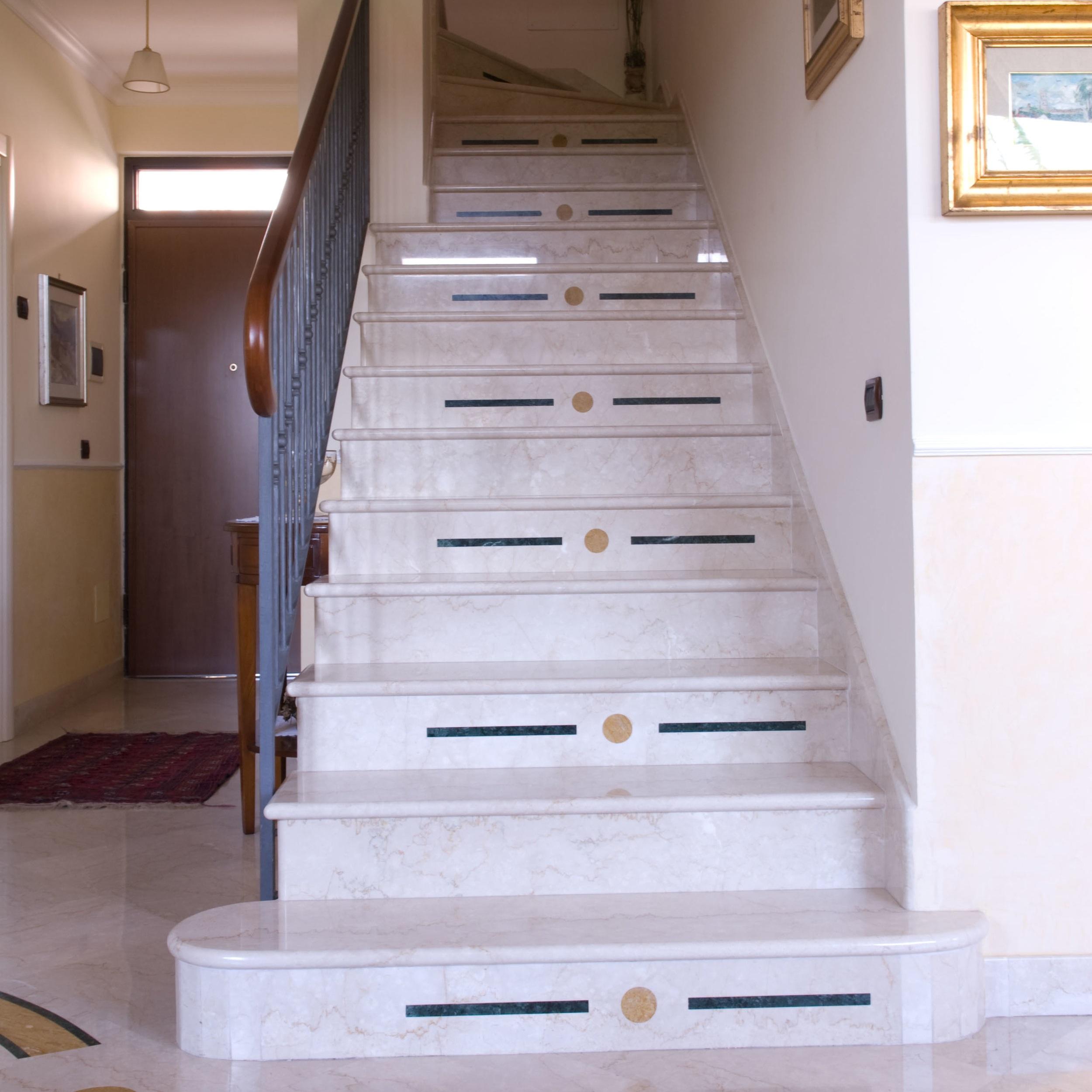 Scala In Marmo Nero scale per interni e esterni a ventaglio a chiocciola in