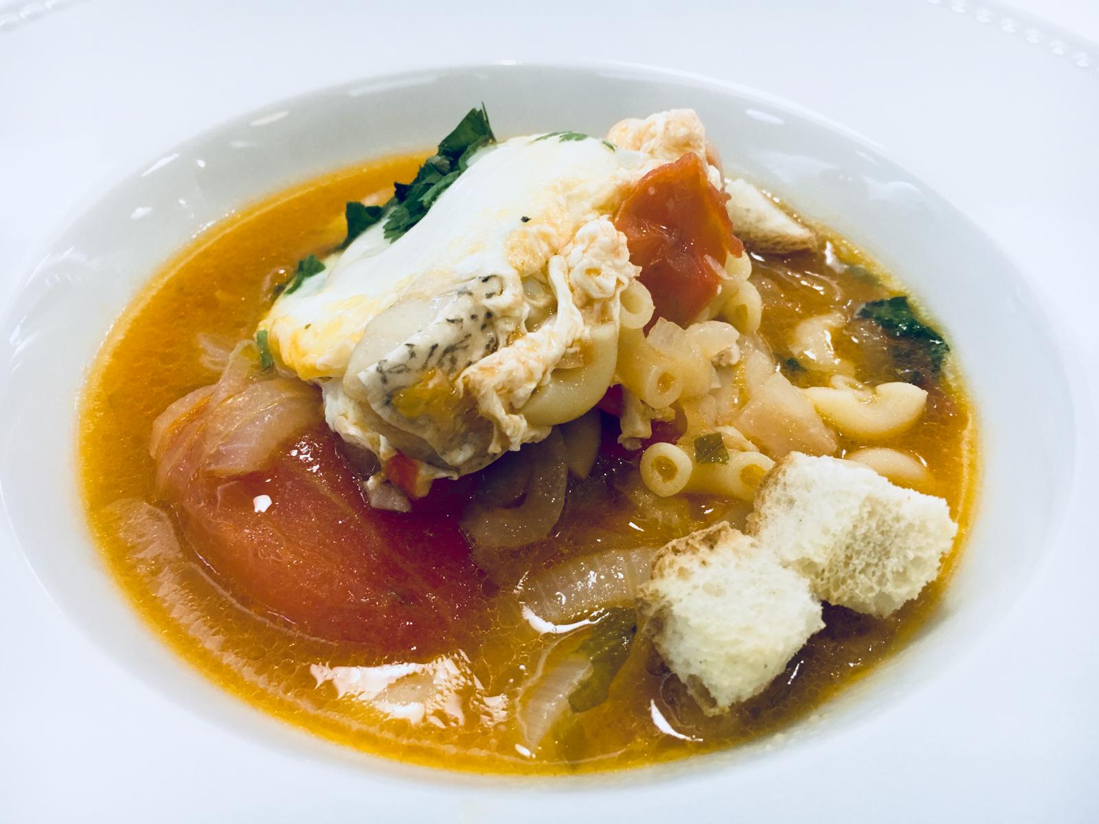 SOPA DE GAROUPA - Rica e de paladar único.A frescura do peixe aliada à massa e ao ovo escalfado criam o cenário perfeito a um esplendor de sabores.