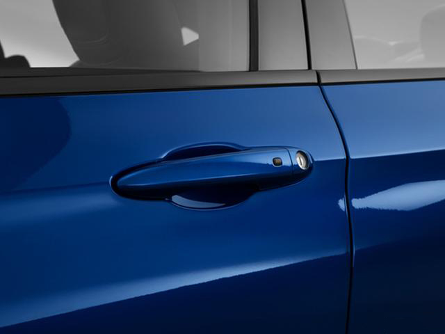 2015-chrysler-200-door-handle_9796_045_640x480.jpg