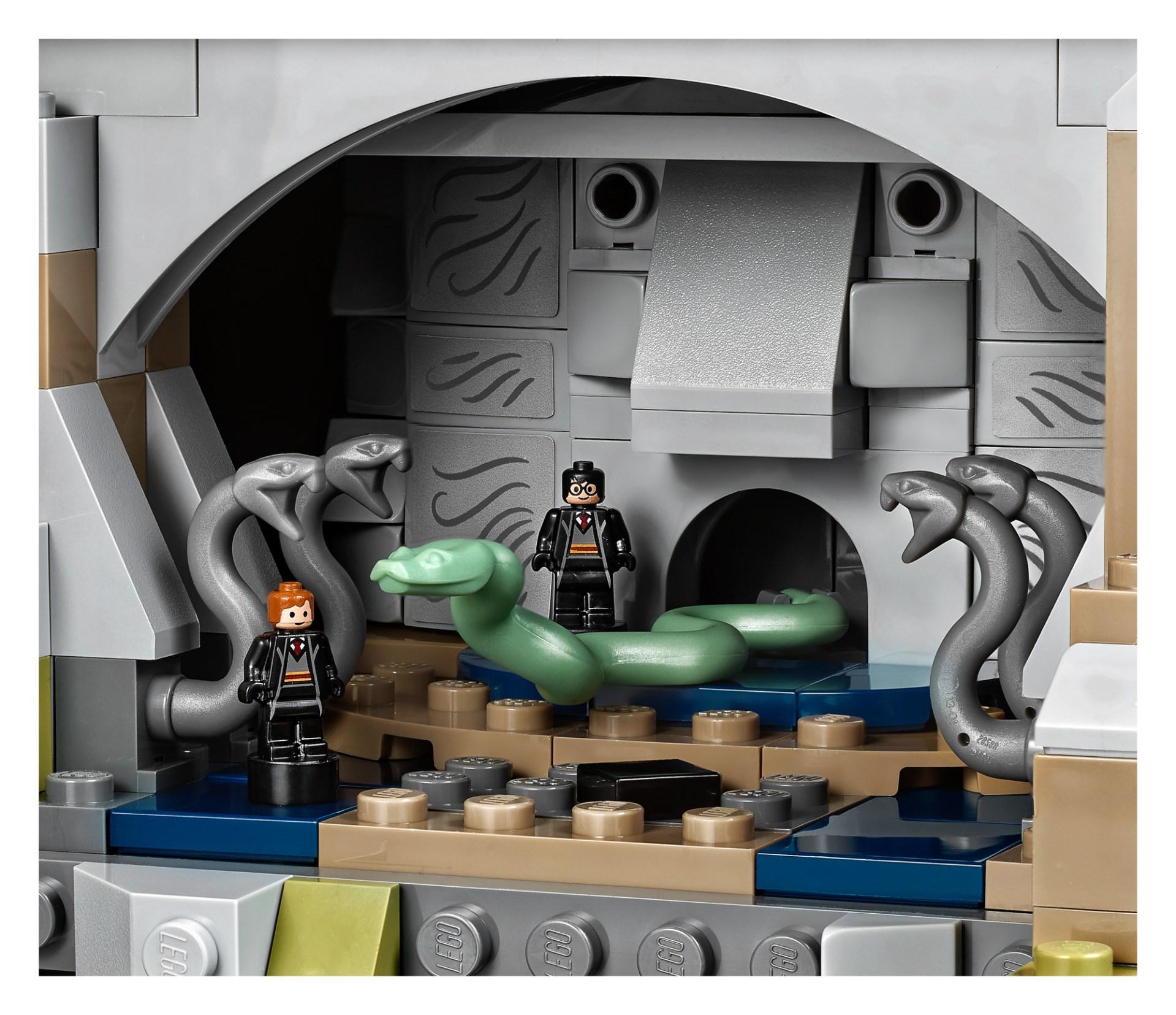 71043-Harry-Potter-Hogwarts-Castle-8.jpg