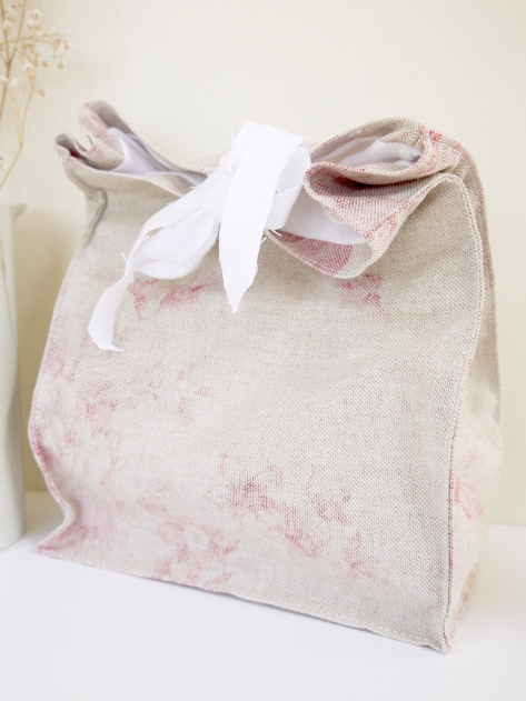 Shabby chic lunch bag - This handmade farmhouse style lunch bag comes in a choice of three beautiful floral prints and vintage French cotton by Mirabelle Makery. They're spacious enough to fit all of the picnic essentials in and are finished with pretty ties keeping everything secure. They're a great alternative to plastic bags and make pretty storage bags in the home.