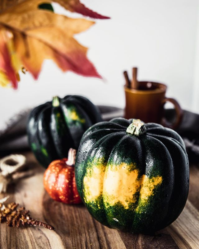 Just because Fall doesn't exist down here doesn't mean I won't try and enjoy the colors & beautiful produce of the season 💚💛🧡 I had never had acorn squash before but thought it was so pretty that I immediately bought it 😄 and it was delicious! This one ended up roasted and stuffed but the recipe needs a few more run through & who am I to complain about having to eat more acorn squash 😋🧡 I hope you have a wonderful weekend! 💛 . . . . #acornsquash #autumncolors #fallrecipes #saturdayvibes #brunch #vegetarianfood #miamiblogger #veganfoodblog #vegetarianrecipes #foodbloggers #guiltfree #intuitiveeating #vegetarianfoodie #foodphotographer #foodtography #foodphotography #foodstyling #foodtographyschool  #eatingfortheinsta #foodinspo #foodblogfeed #prettyfood #latinablogger #darkfoodphotography