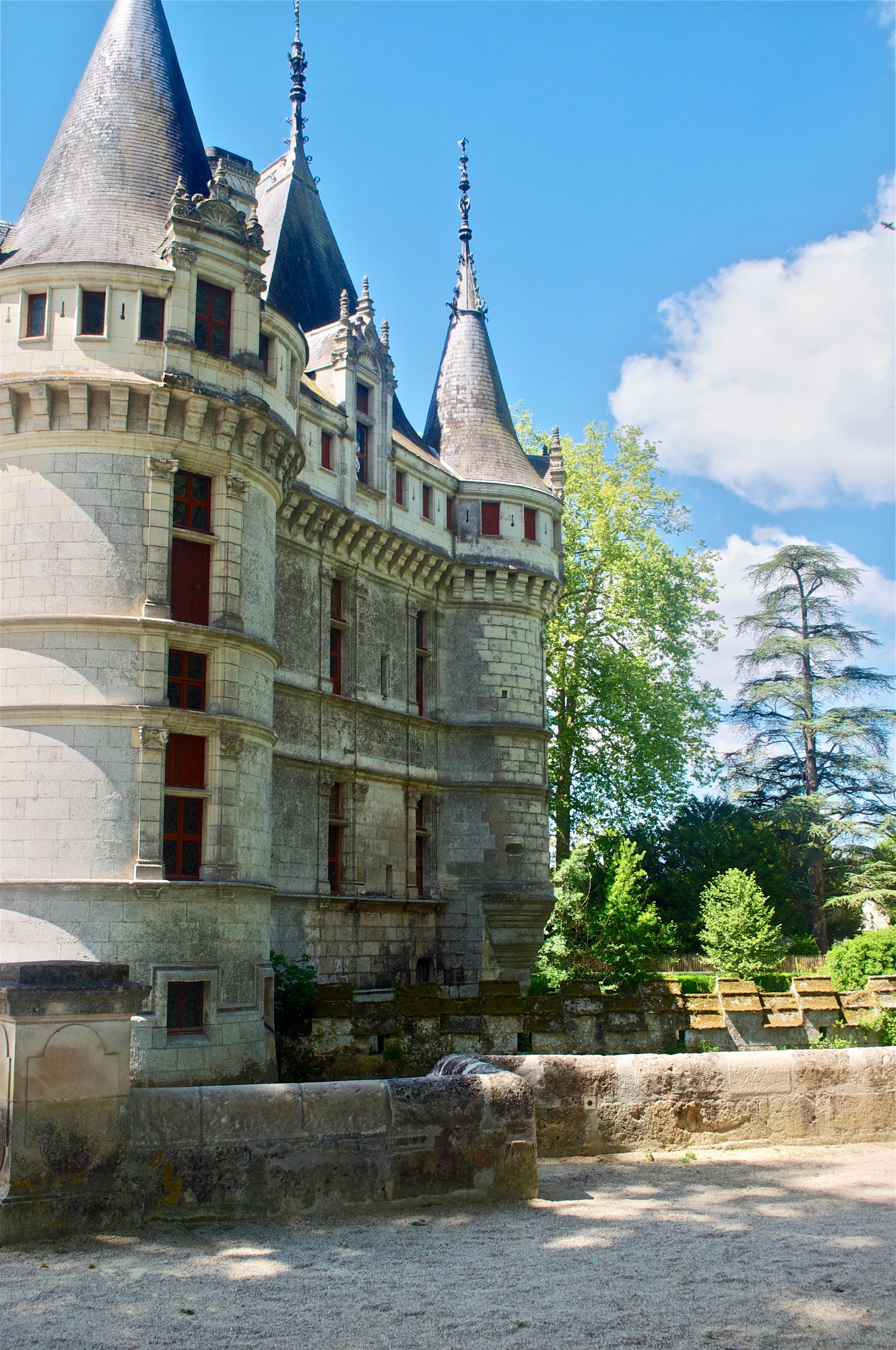 Azay-le-Rideau, Loire Valley, France - Ultimate Northern France Itinerary #loirevalley