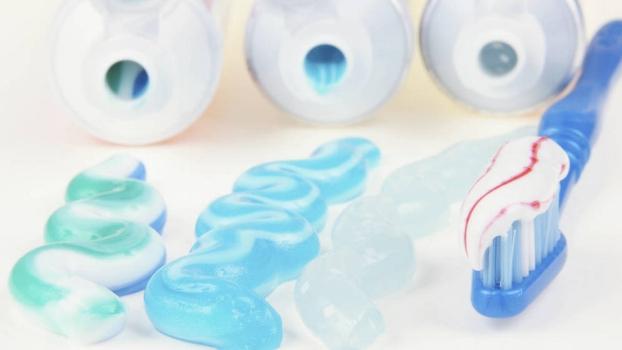 la-pasta-de-dientes-contiene-ingredientes-potencialmente-toxicos-para-la-salud (1).jpg